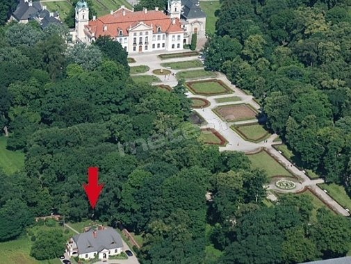 Obok pałacu Muzeum Zamoyskich w Kozłówce