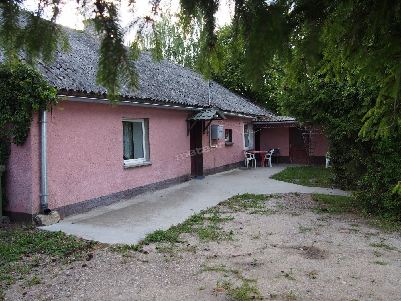 Dom Lipinki: dostępne 3 pokoje, 2 łazienki w pełni wyposażone: kuchnia oraz aneks kuchenny.