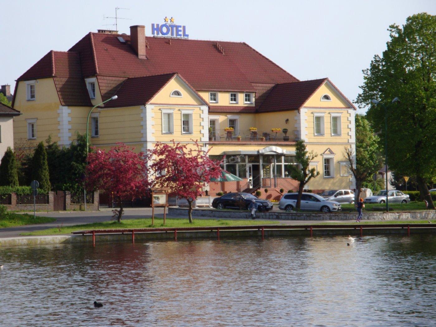 Hotel panorama z jeziora