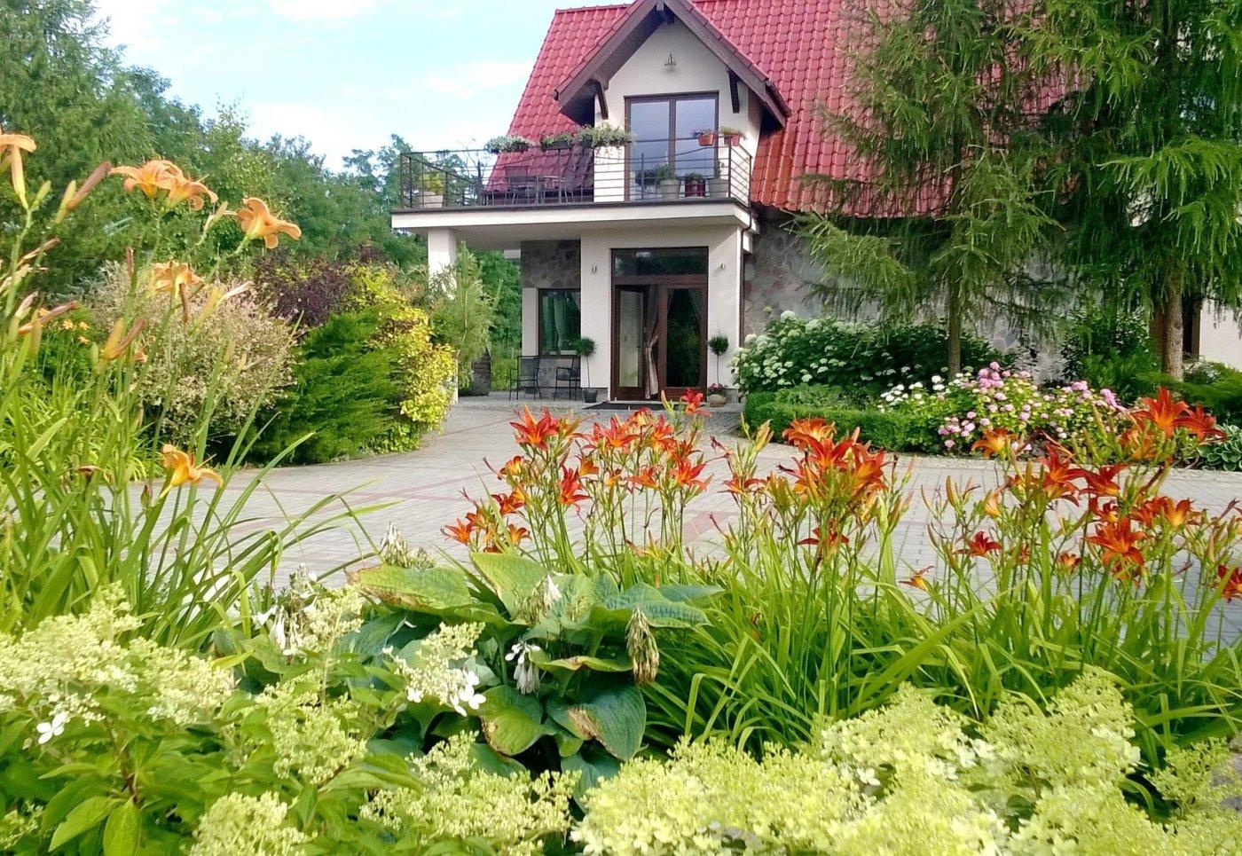 Villa Orlik *** pensjonat w ogrodzie.