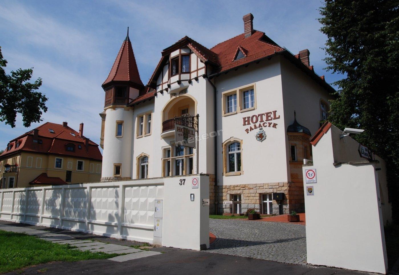 Hotel Pałacyk w Legnicy zaprasza na nocleg