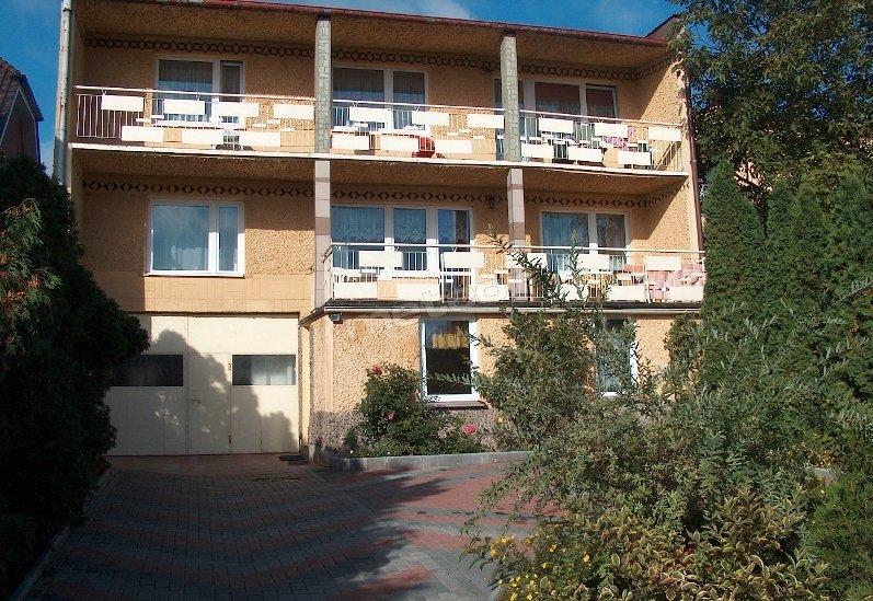 Guest Rooms and Tent Site Nad Jeziorem