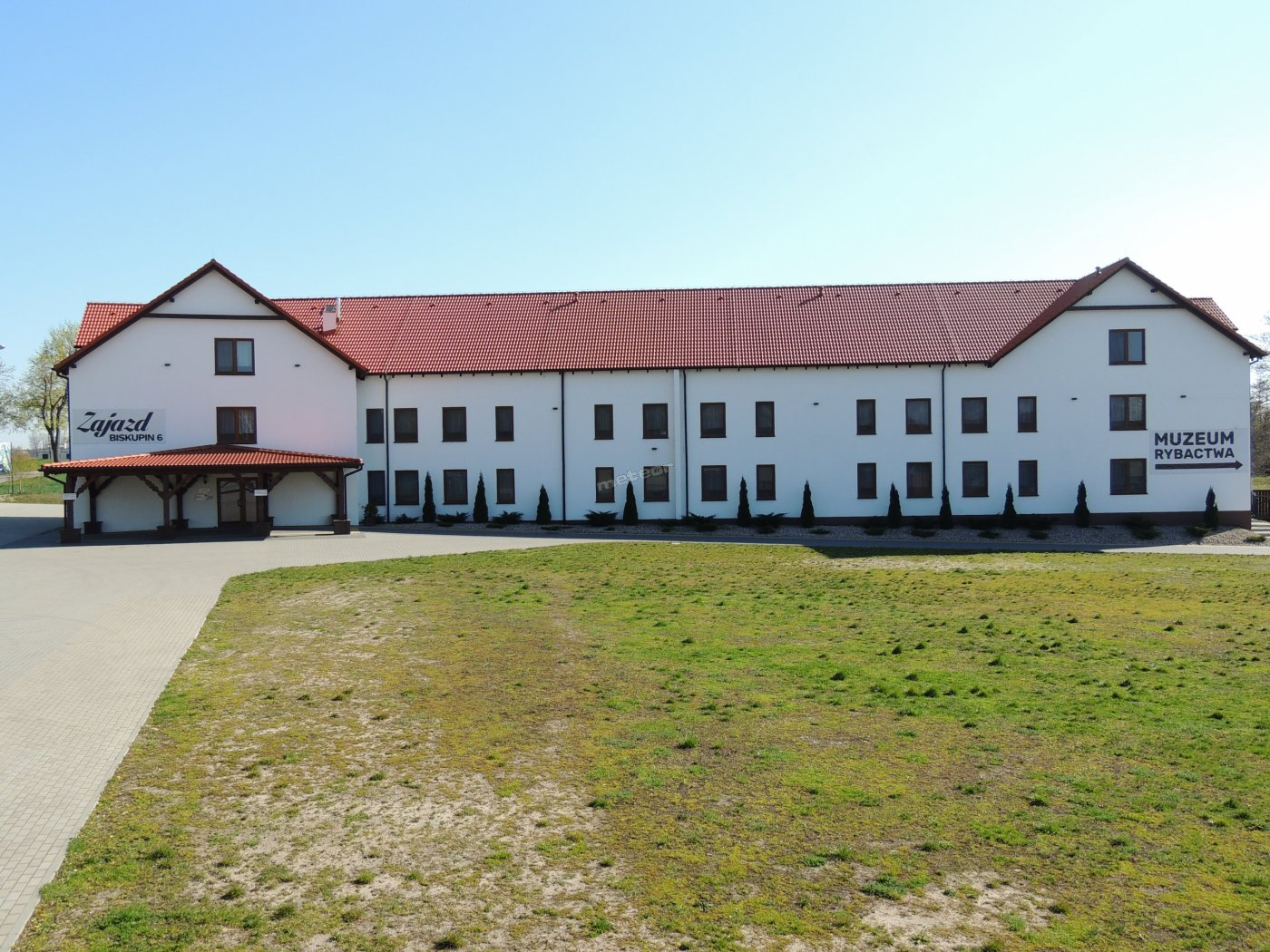 Zajazd w Biskupinie - Hotel