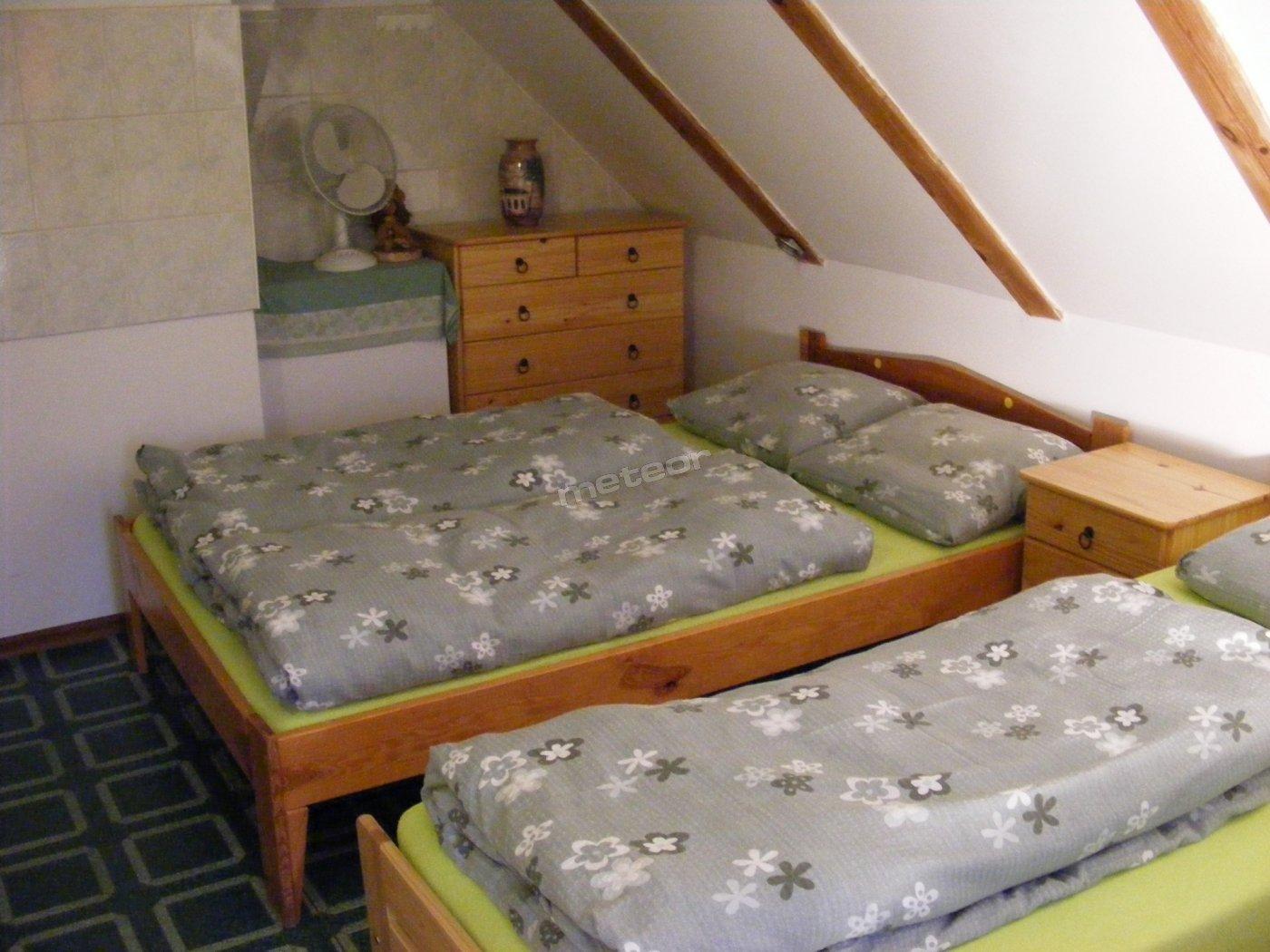 Jedna z sypialni na Poddaszu Rybakówki